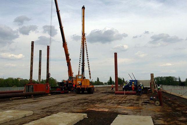 Wypompują wodę z Wisły. Kolejna faza remontu mostu Łazienkowskiego
