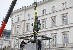 Warszawa. Pomnik Lecha Kaczyńskiego już stoi
