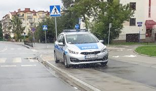 Policyjne auto zaparkowało tam, gdzie większość kierowców dostałaby mandat