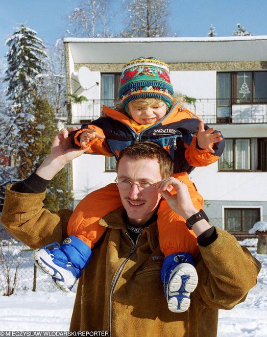 Adam Małysz z córką na starym zdjęciu. Internauci mają ubaw