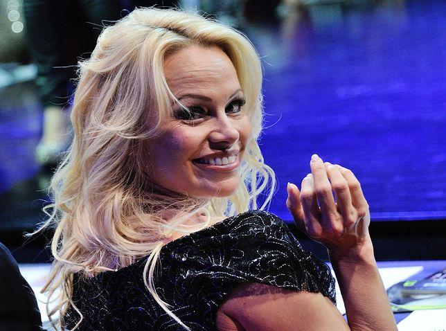 Pamela Anderson walczy o prawa... mężczyzn. Zainspirował ją Julian Assange