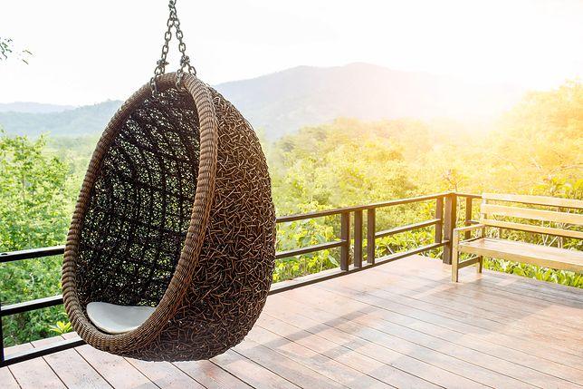 Wiszący fotel to świetny wybór do ogrodu