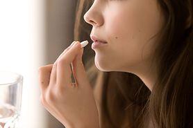 Stosujesz antybiotyk? Kobieta powinna wybrać kobiecą osłonę!