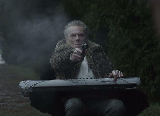 """Kontrowersyjny aktor, homoseksualista i """"morderca"""" wystąpił w teledysku. Nasierowski zagrał zabójcę!"""
