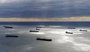 """Wielki tankowiec """"zniknął"""" u wybrzeży Angoli. Porwali go piraci czy załoga upozorowała atak?"""