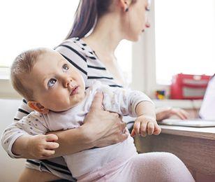ZUS obniżył młodej matce wypłaty o połowę. Za dużo zarabiała
