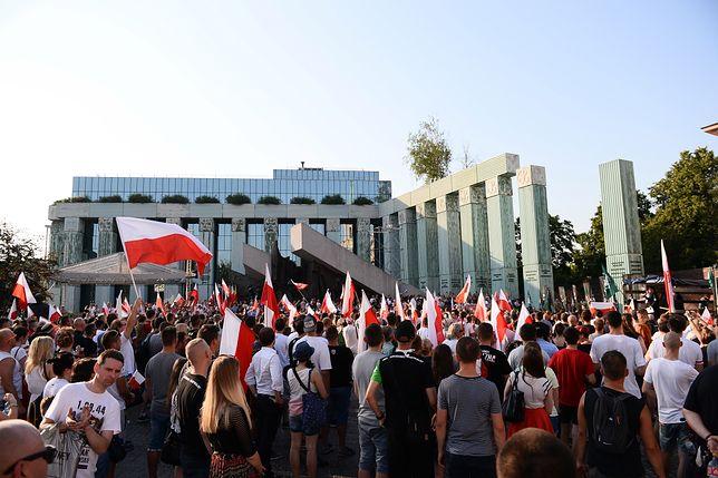 Polska młodzież jest prawicowa? Zobacz, co wynika z najnowszego sondażu