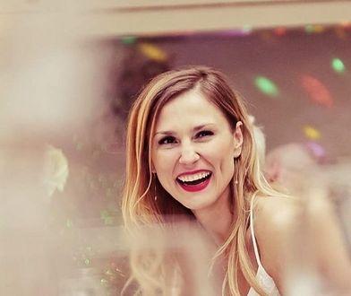 Sylwia Juszczak na ślubie prezentowała się seksownie i kobieco. Powalająca suknia!