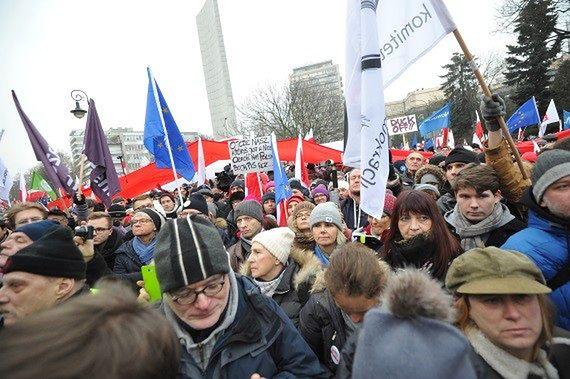 Policja: 3 tys. manifestantów przed Sejmem
