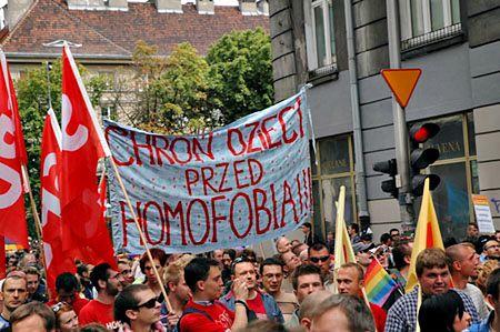 Parada Równości obrzucona jajkami