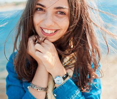Przesuszone włosy można uratować solidną regeneracją.