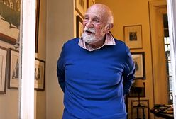 Ocalał z Holokaustu. W czasie pandemii gra dla sąsiadów z okna