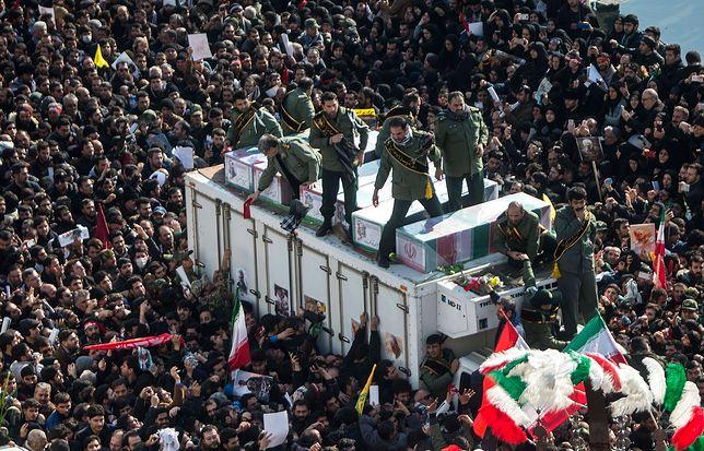 Iran. Wybuchła panika na pogrzebie generała Kasema Sulejmaniego. Zginęło co najmniej 50 osób