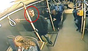 Warszawa. Policja szuka mężczyzny, który ma odpowiadać za rozbój na Mokotowie