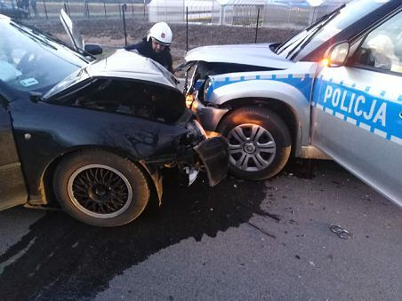 Pijany kierowca staranował radiowóz