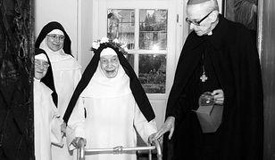 Siostra Cecylia podczas spotkania z kard. Franciszkiem Macharskim