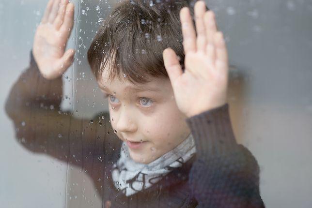 Sąsiad złapał chłopca, który wypadł przez okno. Przerażające nagranie