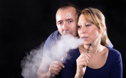 Będzie zakaz palenia e-papierosów w autobusach i tramwajach