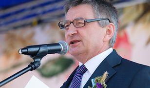 """""""Odnalazł się"""" Marek Kuchciński. Odczytał rolnikom list od prezesa"""