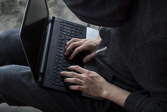 Aldo Raine pomaga ofiarom internetowego hejtu