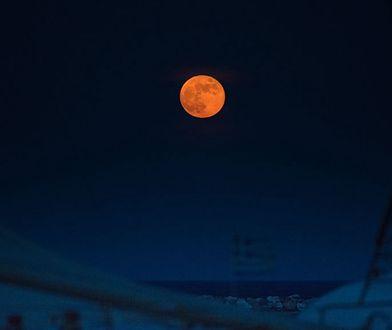 Pełnia truskawkowego księżyca. Kiedy i o której będzie można to zobaczyć?
