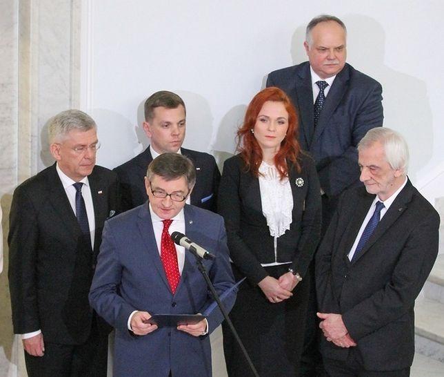 Spotkanie opłatkowe w Sejmie. W centrum kadru Agnieszka Kaczmarska i Jakub Kowalski.