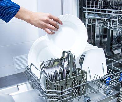 Pojemna zmywarka zapewni porządek w kuchni - brudne naczynia nie zostaną na blacie