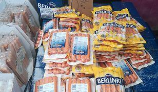 W ofercie sprzedawcy na praskim bazarze mają towary kilku popularnych producentów