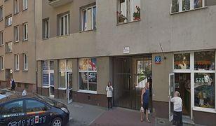 Warszawa. Przy ulicy Ogrodowej doszło do zniszczenia części dachu. Dzielnica pomaga mieszkańcom.