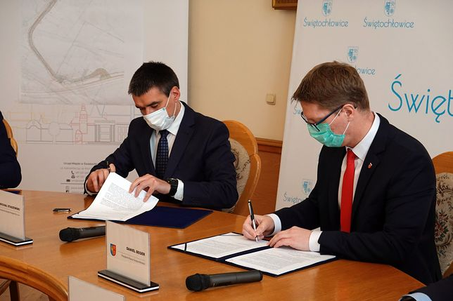 Świętochłowice. Władze miasta i wykonawca podpisały umowę na przebudowę ul. Przemysłowej.