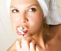 Myjesz zęby po każdym posiłku? Stomatolodzy ostrzegają