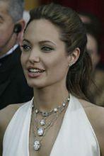Poprawiony brzuch Angeliny Jolie