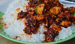 Poczuj smak Indii. Curry z bakłażanem i pomidorami