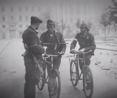 """Poznajcie powstańczy, rowerowy patrol. """"Rzadki widok w 1944 roku"""" [WIDEO]"""