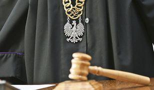 Warszawa. Jest śledztwo ws. napaści napolicjantów przedEmpikiem