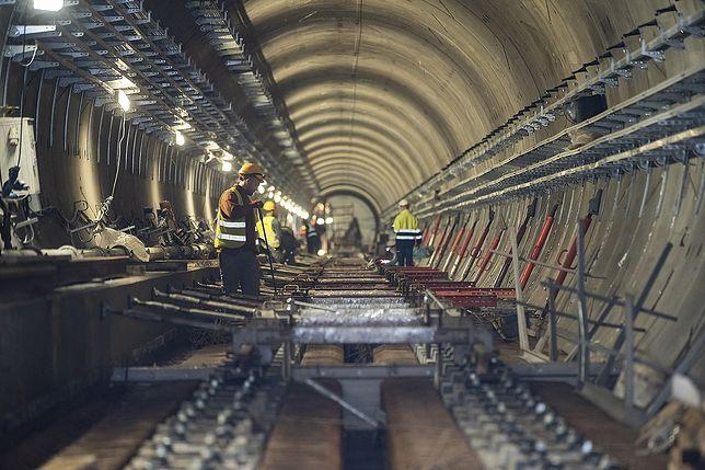 Warszawa. Postępują prace na budowie metra