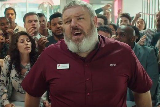 """Hodor z """"Gry o tron"""" sprzedaje w KFC. Zobaczcie zabawne wideo!"""