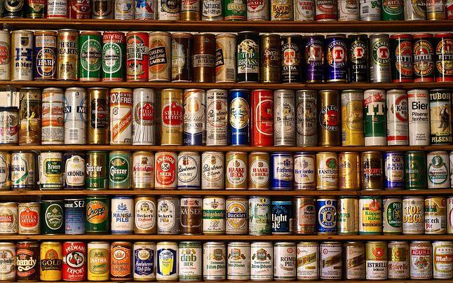Puszki po piwie stawiane były przeważnie na szafie