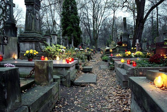 Zwyczaje  z całego świata - Święto Zmarłych