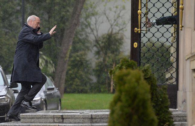 Nowy sondaż. Tym razem Polacy wypowiedzieli się negatywnie o Antonim Macierewiczu