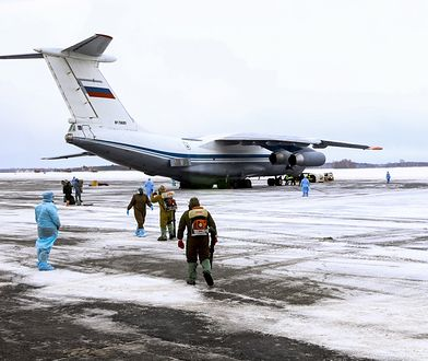 Koronawirus z Chin. Na ewakuowanych z Wuhan Rosjan czekał personel medyczny.