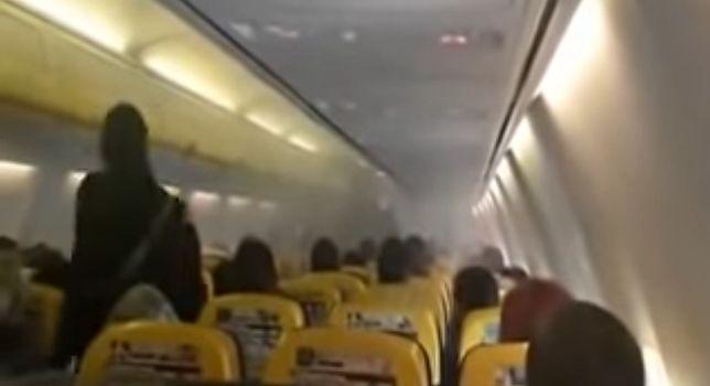 Samolot linii Ryanair zawrócił na lotnisko. Dym na pokładzie i ewakuacja 169 pasażerów [wideo]