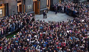 """Ukraina. Tłumy przed pałacem Poroszenki. """"Razem wrócimy"""""""
