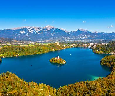 Bajkowe jezioro Bled znajduje się w Słowenii, jednym z najmniej docenianych zakątków Europy