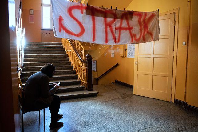 Nauczyciele nie przerywają strajku