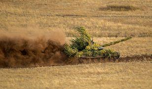 Rosyjski czołg w czasie ćwiczeń