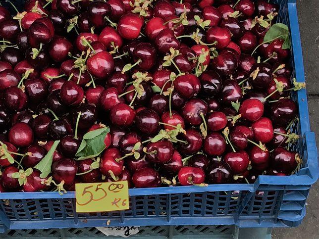 Na bazarach czereśnie kosztują ok. 55 zł za kilogram.