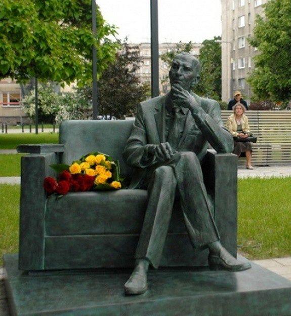 Odsłonięto ławeczkę Jana Karskiego
