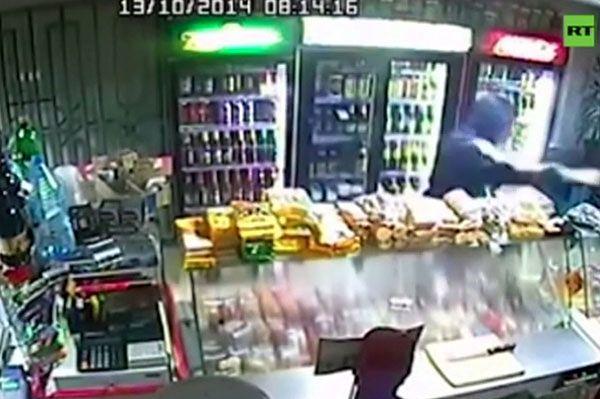 Napad na sklep w Rosji. Zobacz, co zrobiła sprzedawczyni