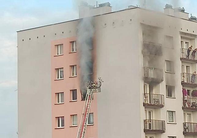 Tragiczny pożar w Mysłowicach. Płomienie buchały z okna w bloku
